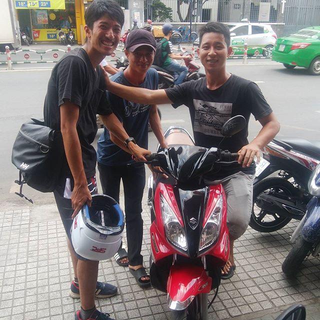 うさぎやお泊まりのお客様がうさぎプロデュースでバイクを購入されました!彼は2日後にバイクでベトナム縦断するそうです。やっぱり水曜どうでしょうの影響だとか。。。ほんと無事にハノイに着いてね~#usagiyah #兎家 #兎家ゲストハウス #うさぎや #日本人宿 #ゲストハウス #ドミトリー #Guesthouse #ベトナム #Vietnam #ホーチミン #バックパッカー #バックパッカー女子 #一人旅 #海外旅行 #水曜どうでしょう #バイク旅 #バイク #ベトナム縦断