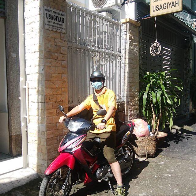 お客様がレンタルバイクでクチトンネルに出発!普段バイクの運転をされているそうで、大きめのミッション車を希望されたのですが、残念ながらベトナムで大型バイクはほぼありません(´;ω;`)さて、無事にクチにたどり着いて帰ってこられるのでしょうかwホーチミンの日本人ゲストハウス兎家(うさぎや)ゲストハウスhttp://usagiyah.com#usagiyah #兎家 #兎家ゲストハウス #うさぎや #日本人宿 #ゲストハウス #ドミトリー #Guesthouse #ベトナム #Vietnam #ホーチミン #バックパッカー #バックパッカー女子 #一人旅 #海外旅行 #バイク #バイク旅 #クチトンネル