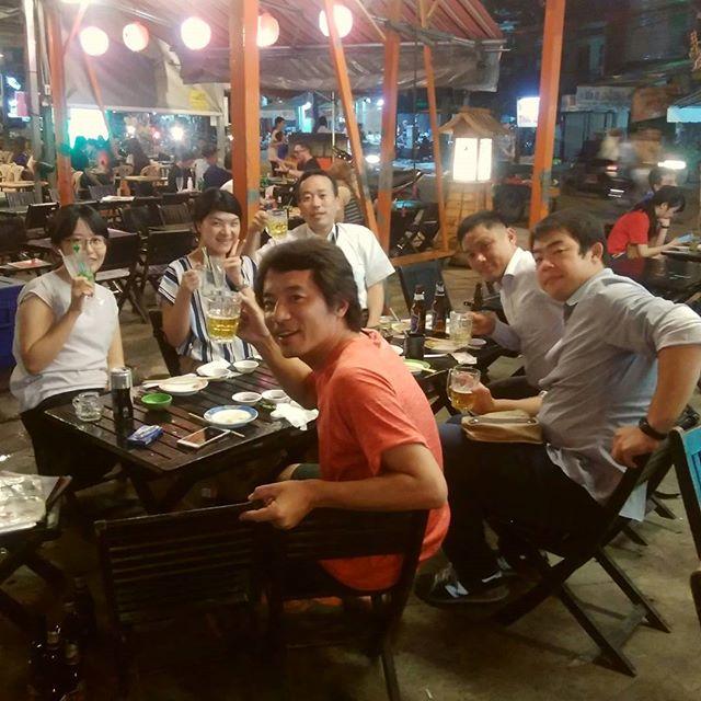 今夜は駐在員友達とホーチミンで有名な路上寿司のスシコへ。ベトナム人経営でめっちゃローカルやのに美味くて安い!やっぱりたまには日本食が食べたいんですが、レストランに行くと結構高い…。そんなときにスシコは私のオアシスですwww.ホーチミンの日本人ゲストハウス兎家(うさぎや)ゲストハウスusagiyah.com.#usagiyah #兎家 #兎家ゲストハウス #うさぎや #日本人宿 #ゲストハウス #ドミトリー #Guesthouse #ベトナム #Vietnam #ホーチミン #バックパッカー #バックパッカー女子 #一人旅 #海外旅行 #旅好きの人と繋がりたい #出会い #スシコ #日本食 #駐在員 #ローカル寿司 #路上