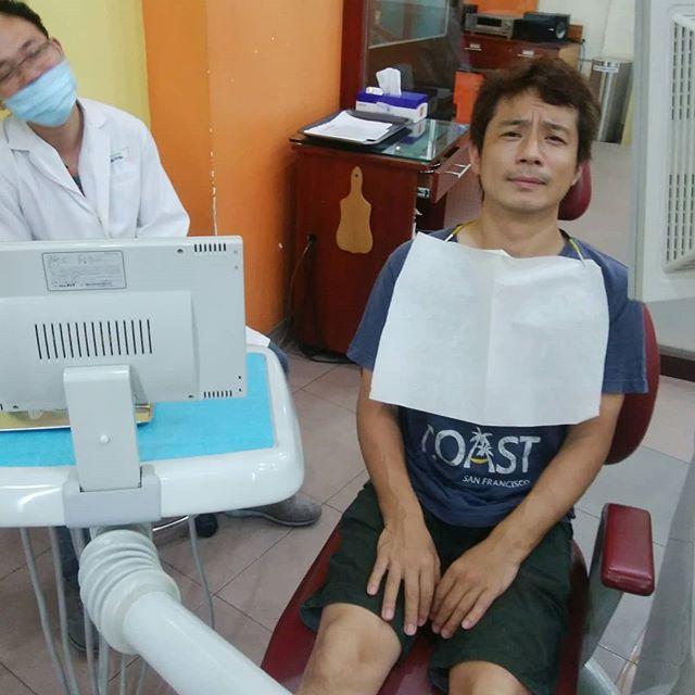 数ヶ月前にホーチミンで歯を治療したんですが、うまく埋められてなかったために違和感を感じたままほったらかしにしてました。ですが、うさぎやのお客様が歯医者に行きたいとのことで便乗して行ってきました。いくつになっても歯医者は苦手です…(´;ω;`).結果、特に問題なく、ちょっと空いてる穴もそのままでよいと…(°∇°;).え?マジですか??.支払いをしようと受付に戻ると…「Ok, Free!」は?なんですか??.よくわからないんですが、治療してないから無料だそうです.ベトナムの歯医者、わけわかりません….ホーチミンの日本人ゲストハウス兎家(うさぎや)ゲストハウスusagiyah.com.#usagiyah #兎家 #兎家ゲストハウス #うさぎや #日本人宿 #ゲストハウス #ドミトリー #Guesthouse #ベトナム #Vietnam #ホーチミン #バックパッカー #バックパッカー女子 #一人旅 #海外旅行 #旅好きの人と繋がりたい #出会い #歯医者 #無料 #なぜ? #歯医者こわい #Ok,Free