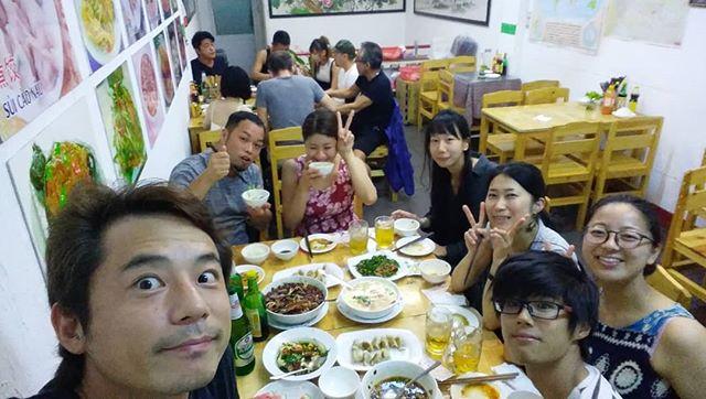 今夜はブイビエンにある中華料理のお店に。適当に入ったのにめちゃめちゃ美味いお店でした!サービスも最高でリピート(≧∇≦)b.ホーチミンの日本人ゲストハウス兎家(うさぎや)ゲストハウスusagiyah.com.#usagiyah #兎家 #兎家ゲストハウス #うさぎや #日本人宿 #ゲストハウス #ドミトリー #Guesthouse #ベトナム #Vietnam #ホーチミン #バックパッカー #バックパッカー女子 #一人旅 #海外旅行 #旅好きの人と繋がりたい #出会い #餃子 #中華料理 #東北餃子 #美味い #中華