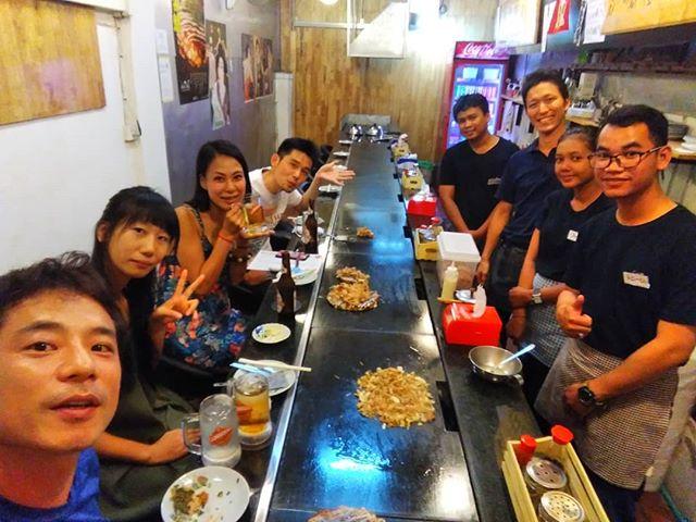 プノンペン出張中です。今日はプノンペンの日本人宿クロマーヤマトさんでお仕事の話をしました。たまたま偶然うさぎやのお客様に会って、夜はプノンペンのお好み焼き屋さんでカンパイ♪。.:*・゜.ホーチミンの日本人ゲストハウス兎家(うさぎや)ゲストハウスusagiyah.com.#usagiyah #兎家 #兎家ゲストハウス #うさぎや #日本人宿 #ゲストハウス #ドミトリー #Guesthouse #ベトナム #Vietnam #ホーチミン #バックパッカー #バックパッカー女子 #一人旅 #海外旅行 #旅好きの人と繋がりたい #出会い #プノンペン #カンボジア #クロマーヤマト #お好み焼き #出張中