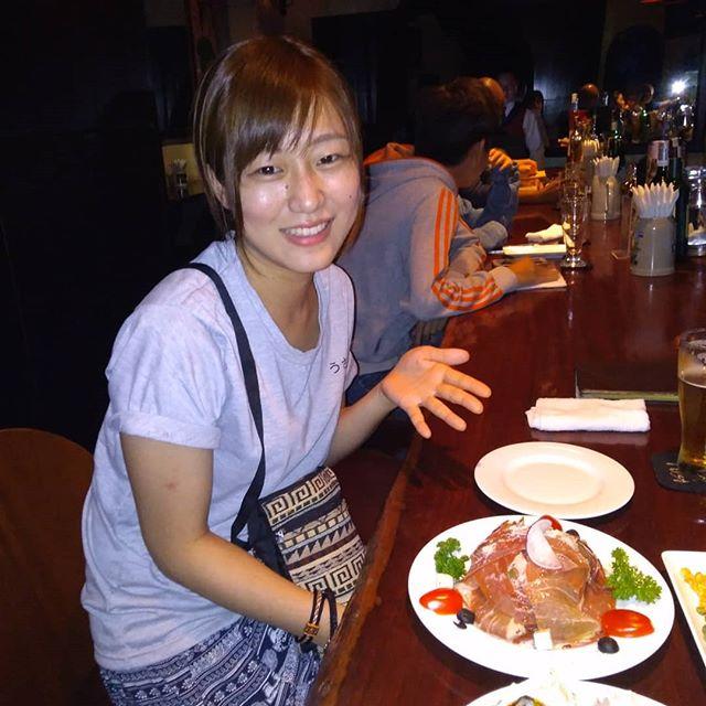 うさぎやボランティアスタッフのちえちゃんが1ヵ月の業務を終えて最終日を迎えました。そのキュートな笑顔と素晴らしい接客でお越しになられたお客様をもてなしてくれました。お礼とまではいかないですが、最後にホーチミンで一番美味しい日本食のお店でご馳走しました。彼女は春から東京で就職されるそうです。またいつの日かうさぎやに戻ってきてくれるのを心待ちにしています。がんばれ、ちえちゃん!.ホーチミンの日本人ゲストハウス兎家(うさぎや)ゲストハウスusagiyah.com.#usagiyah #兎家 #兎家ゲストハウス #うさぎや #日本人宿 #ゲストハウス #ドミトリー #Guesthouse #ベトナム #Vietnam #ホーチミン #バックパッカー #バックパッカー女子 #一人旅 #海外旅行 #旅好きの人と繋がりたい #出会い #ヘルパー #最終日 #ディナー #日本食 #ボランティアスタッフ