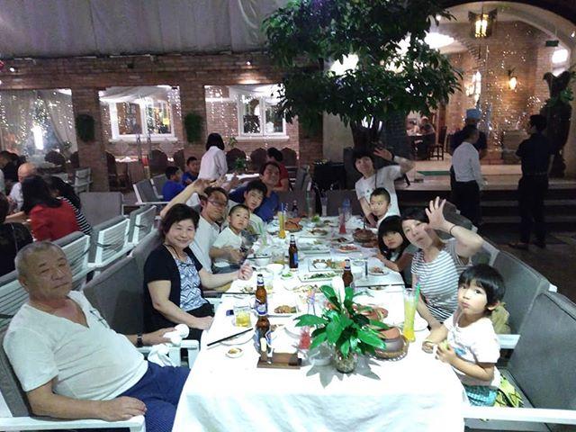 恥ずかしながら、今日から私の家族がホーチミンに来ています(;^ω^)今夜は普段は行かないベトナム料理のレストランへ(いつもは屋台ですね笑)こんなときでないとベトナム料理レストランに行きませんが、もし美味しいベトナム料理レストランをご希望でしたらご案内させていただきますよ♪.ホーチミンの日本人ゲストハウス兎家(うさぎや)ゲストハウスusagiyah.com.#usagiyah #兎家 #兎家ゲストハウス #うさぎや #日本人宿 #ゲストハウス #ドミトリー #Guesthouse #ベトナム #Vietnam #ホーチミン #バックパッカー #バックパッカー女子 #一人旅 #海外旅行 #旅好きの人と繋がりたい #出会い #ベトナム料理レストラン #家族 #ようこそ #ファミリー #ベトナム料理