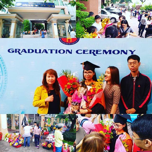 今日はうさぎやスタッフ、Thaoちゃんの大学の卒業式。乾季にも関わらず朝から雨が降り続いていましたが、卒業式の時間になるとぴたっとやみました。これが日頃の行いってやつでしょうか。彼女の晴れの日に立ち会えたことに感謝です。卒業おめでとう、Thaoちゃん!.年度末のうさぎや。お客様は少し少なめですが、なんと女子高生バックパッカーが来られました!ご予約時には年齢は確認しないので、来られたときはびっくりしました!単独でタイから陸路で来られたそうです。ほんと、その行動力には脱帽です…(;・∀・).ホーチミンの日本人ゲストハウス兎家(うさぎや)ゲストハウスusagiyah.com.#usagiyah #兎家 #兎家ゲストハウス #うさぎや #日本人宿 #ゲストハウス #ドミトリー #Guesthouse #ベトナム #Vietnam #ホーチミン #バックパッカー #バックパッカー女子 #一人旅 #海外旅行 #旅好きの人と繋がりたい #出会い #卒業式 #人文社会大学 #卒業 #大学 #おめでとう