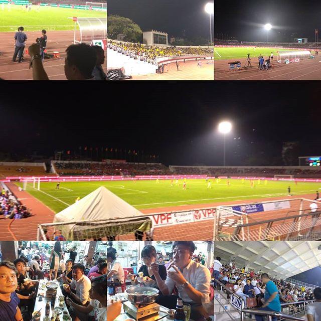 ベトナムの国民的スポーツ、といえばサッカー!ベトナムのサッカーはどんどんレベルが上がってきて、アジアのサッカー界を揺るがす存在になってきています。そんなベトナムのプロリーグ、ホーチミンには2チームがありますが、今夜はホーチミンシティというチームのホームゲーム♪結果は…、まあそれはいいでしょう(笑).ホーチミンの日本人ゲストハウス兎家(うさぎや)ゲストハウスusagiyah.com.#usagiyah #兎家 #兎家ゲストハウス #うさぎや #日本人宿 #ゲストハウス #ドミトリー #Guesthouse #ベトナム #Vietnam #ホーチミン #バックパッカー #バックパッカー女子 #一人旅 #海外旅行 #旅好きの人と繋がりたい #出会い #サッカー #ベトナムサッカー #ホーチミンシティ #プロリーグ #vリーグ