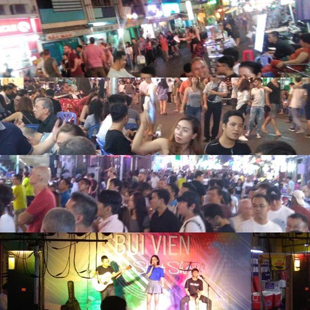 週末のブイビエン!ベトナムのバックパッカー街といえばブイビエン!残念ながらバンコクのカオサン通りはもうバックパッカー街ではないですが、ブイビエン通りはそんなタイから逃げてきたバックパッカーでいっぱいです。そんなブイビエン通りは毎晩夜遅くまで音楽とお酒で溢れています♪やっぱり週末の賑わいはちょっと違いますね(((o(*゚▽゚*)o))).ホーチミンの日本人ゲストハウス兎家(うさぎや)ゲストハウスusagiyah.com.#usagiyah #兎家 #兎家ゲストハウス #うさぎや #日本人宿 #ゲストハウス #ドミトリー #Guesthouse #ベトナム #Vietnam #ホーチミン #バックパッカー #バックパッカー女子 #一人旅 #海外旅行 #旅好きの人と繋がりたい #出会い #バックパッカー街#音楽とビール #音楽 #お酒 #パーティナイト #ブイビエン #ブイビエン通り #カオサン通り