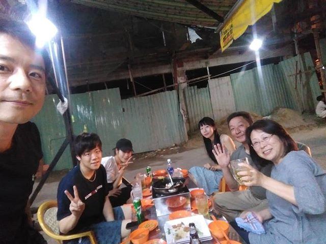 3泊お泊まり頂いたお客様は、ベトナムで日本語が通じるホテルで検索してうさぎやにご予約いただきました!うさぎやはゲストハウスですが、そこらのホテルに絶対負けないクオリティをご提供しています♪ 夜はこうして一緒に食事に行かせていただいていますヾ(●´∇`●)ノ地元のベトナム料理のお店は激安激ウマ♪.ホーチミンの日本人ゲストハウス兎家(うさぎや)ゲストハウスusagiyah.com.#usagiyah #兎家 #兎家ゲストハウス #うさぎや #日本人宿 #ゲストハウス #ドミトリー #Guesthouse #ベトナム #Vietnam #ホーチミン #バックパッカー #バックパッカー女子 #一人旅 #海外旅行 #旅好きの人と繋がりたい #出会い #ベトナム料理 #ローカル料理 #ローカル #激安激ウマ #激安子供服