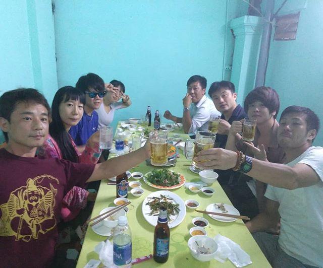 うさぎや近くに先日オープンした海鮮料理のお店に初めて行きました。海鮮料理のお店。お鍋を食べましたが、思ったより美味しくてリピート確実ですね♪.ホーチミンの日本人ゲストハウス兎家(うさぎや)ゲストハウスusagiyah.com.#usagiyah #兎家 #兎家ゲストハウス #うさぎや #日本人宿 #ゲストハウス #ドミトリー #Guesthouse #ベトナム #Vietnam #ホーチミン #バックパッカー #バックパッカー女子 #一人旅 #海外旅行 #旅好きの人と繋がりたい #出会い #海鮮料理 #新規オープン #ローカル料理 #ローカル #新規開拓