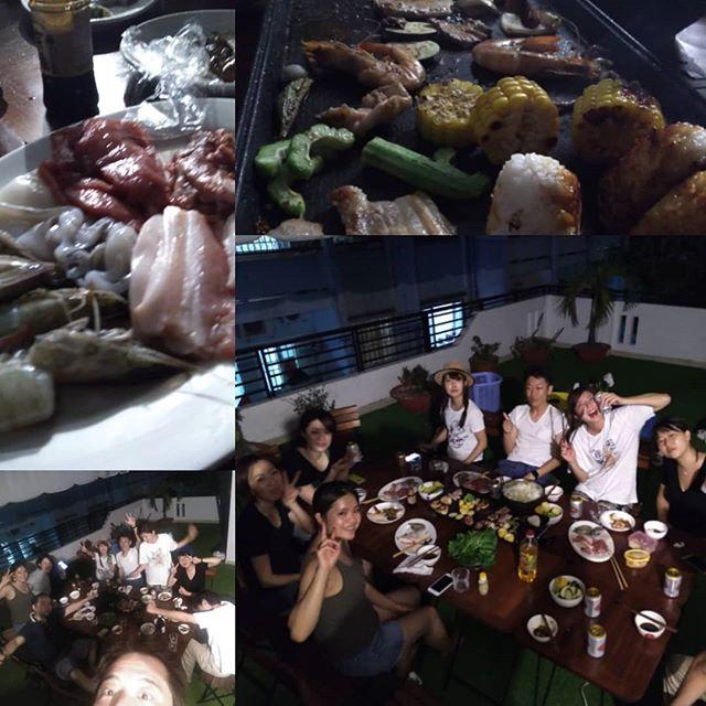 BBQガーデンうさぎや板についてきたBBQ事業。朝市で仕入れてきた牛豚エビイカをさくっと捌いて盛り付け。差し入れの獺祭も一瞬で無くなる。ビールも1ケースなんて瞬殺( ´ཫ`)うまい酒とうまい肉。これが幸せ♡.ホーチミンの日本人ゲストハウス兎家(うさぎや)ゲストハウスusagiyah.com.#usagiyah #兎家 #兎家ゲストハウス #うさぎや #日本人宿 #ゲストハウス #ドミトリー #ベトナム #Vietnam #ホーチミン #HCMC #バックパッカー #バックパッカー女子 #一人旅 #海外旅行 #旅好きの人と繋がりたい #出会い #bbq #焼肉 #獺祭 #ビール #幸せ