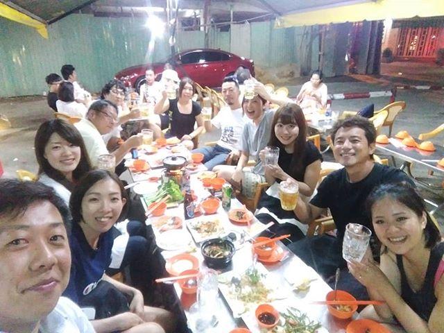 女子率の高いGWのうさぎや♪今夜も近所のベトナム料理のお店に行きましたが、座るときに自然にコンパみたいにwww.ホーチミンの日本人ゲストハウス兎家(うさぎや)ゲストハウスusagiyah.com.#usagiyah #兎家 #兎家ゲストハウス #うさぎや #日本人宿 #ゲストハウス #ドミトリー #ベトナム #Vietnam #ホーチミン #HCMC #バックパッカー #バックパッカー女子 #一人旅 #海外旅行 #旅好きの人と繋がりたい #出会い #ベトナム料理 #ローカル料理 #屋台 #コンパ #女子ドミ