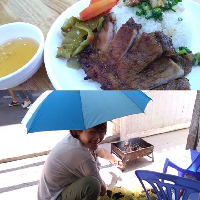 お昼前、スタッフが玄関で炭を起こし始めました。なにをするのかなーっと見てると昼食の準備だとのこと。手際よく炭火をつくり、あっという間にコムタム(ワンプレートごはん)ができあがりました!彼女がつくるご飯は本当に美味しいです♪.ホーチミンの日本人ゲストハウス兎家(うさぎや)ゲストハウスusagiyah.com.#usagiyah #兎家 #兎家ゲストハウス #うさぎや #日本人宿 #ゲストハウス #ドミトリー #ベトナム #Vietnam #ホーチミン #HCMC #バックパッカー #バックパッカー女子 #一人旅 #海外旅行 #旅好きの人と繋がりたい #出会い #コムタム #ベトナム料理 #炭火 #炭火焼き #ワンプレート