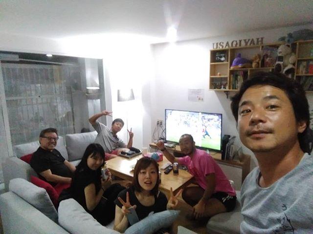 ワールドカップ前、最終の親善試合。日本 4-2 パラグアイようやく勝てた!これで(少しだけですが)期待を持ってロシアに行ける!.うさぎやではベトナムにいながら日本のテレビが見れます♪ワールドカップ中は日本のゲームはすべて放送しますよー!.ホーチミンの日本人ゲストハウス兎家(うさぎや)ゲストハウスusagiyah.com.#usagiyah #日本人宿 #ゲストハウス #ドミトリー #ベトナム #Vietnam #ホーチミン #hochiminh #バックパッカー #backpacker #girlstravel #タビジョ #バックパッカー女子 #一人旅 #solotravel #海外旅行 #海外 #travel #旅好きの人と繋がりたい #フォトジェニック #Photogenic #インスタ映え #インスタジェニック #ワールドカップ #ロシア #日本代表 #日本代表サッカー #パラグアイ戦 #西野japan #テレビ