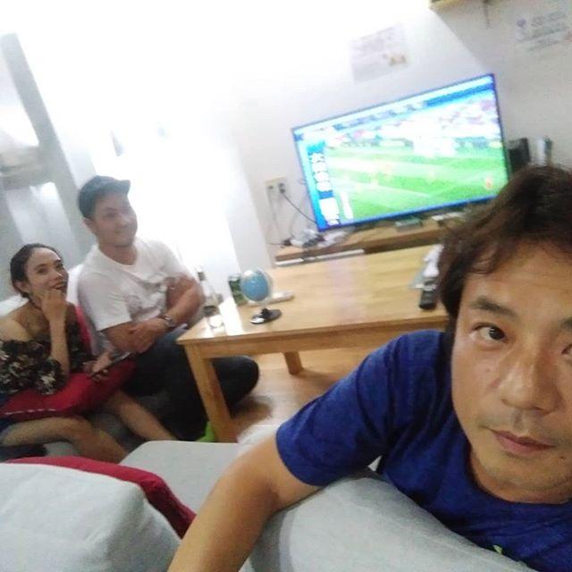 ワールドカップももう終盤。ベスト4には我らが日本をやぶったベルギーの姿も。ここまできたら初優勝してもらって、「日本戦が一番タフだった」ってコメントがほしい!うさぎやではワールドカップ全試合放送♪日本のテレビが見れるゲストハウスはホーチミンでうさぎやだけ!.ホーチミンの日本人ゲストハウス兎家(うさぎや)ゲストハウスusagiyah.comLINE ID: usagiyahご予約、お問い合わせはLINEからでもOKです♪.#usagiyah #日本人宿 #ゲストハウス #ドミトリー #Guesthouse #ベトナム #Vietnam #ホーチミン #hochiminh #バックパッカー #backpacker #girlstravel #タビジョ #バックパッカー女子 #一人旅 #海外旅行 #海外 #旅好きの人と繋がりたい #フォトジェニック #photogenic #インスタ映え #インスタジェニック #ワールドカップ #ワールドカップ #ベスト4 #ベルギー #フランス #クロアチア #イングランド #テレビ