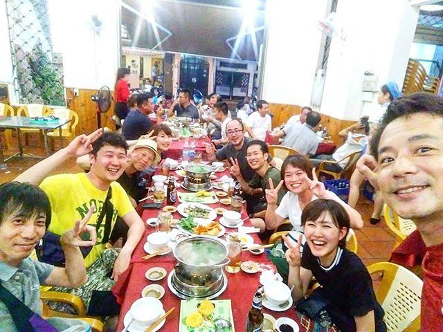 ヤギ料理はベトナム南部名物ですが、日本でも沖縄でもヤギを食べますよね。昔沖縄で食べたヤギはもっと臭いがきつかった記憶が…。でも不思議とベトナムのヤギはクセが無くて食べやすい!初めて食べたけどめっちゃ美味い!ってみんな言ってくれますヽ(・∀・)ノベトナムにお越しの際にはぜひ挑戦してみてください!.ホーチミンの日本人ゲストハウス兎家(うさぎや)ゲストハウスusagiyah.comLINE ID: usagiyahご予約、お問い合わせはLINEからでもOKです♪.#usagiyah #日本人宿 #ゲストハウス #ドミトリー #Guesthouse # #Vietnam #ホーチミン #hochiminh #バックパッカー #backpacker #girlstravel #_タビジョ #バックパッカー女子 #一人旅 #旅行 #海外 #旅好きの人と繋がりたい #フォトジェニック #photgenic #インスタ映え #インスタジェニック #ヤギ #ヤギ肉 #ヤギ料理 #ベトナム料理 #ローカル #ローカルレストラン