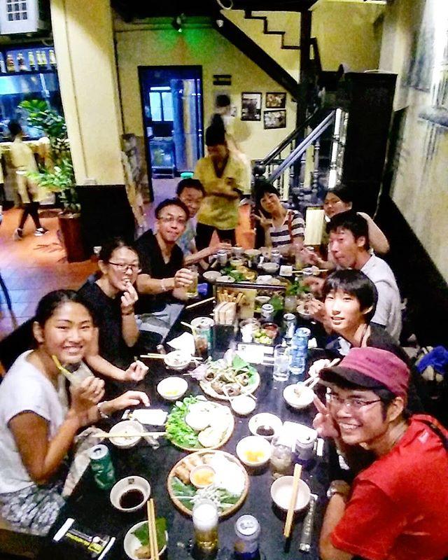 いつもと違うお店に…、ということでうさぎやからちょっと離れたベトナム料理のお店に行ってみました!オシャレな感じのレストランですが、高級料理店ではないのでオススメなお店です。北部料理のタニシの肉詰めもあり、一品料理からベトナム鍋まですべて絶品でしたヽ(・∀・)ノ歩くとちょっと遠いので、散歩ついでに行くのがいいかも♪デザートにアイスクリームまで付いてきて、1人1,000円くらいでしたよ☆.ホーチミンの日本人ゲストハウス兎家(うさぎや)ゲストハウスusagiyah.comLINE ID: usagiyahご予約、お問い合わせはLINEからでもOKです♪.#usagiyah #日本人宿 #ゲストハウス #ドミトリー #Guesthouse # #Vietnam #ホーチミン #hochiminh #バックパッカー #backpacker #girlstravel #_タビジョ #バックパッカー女子 #一人旅 #旅行 #海外 #旅好きの人と繋がりたい #フォトジェニック #photgenic #インスタ映え #インスタジェニック #ベトナム料理 #レストラン #外食 #宴会 #パーティ #飲み会 #タニシ