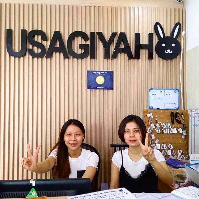 うさぎやNewスタッフ☆左 Duyenちゃん 日本に3年住んでました右 Haちゃん 日本語検定2級持ってますふたりとも日本語ペラペラですごくいい子たちですヽ(・∀・)ノそれにふたりとも可愛いんです!決して顔で雇ってないんですが、彼女たち目当てのお客様が増える気がするのは気のせいではないハズ٩(ˊᗜˋ*)و♪.ホーチミンの日本人ゲストハウス兎家(うさぎや)ゲストハウスusagiyah.comLINE ID: usagiyahご予約、お問い合わせはLINEからでもOKです♪.#usagiyah #日本人宿 #ゲストハウス #ドミトリー #Guesthouse #ホーチミンゲストハウス #Vietnam #ホーチミン #hochiminh #バックパッカー #backpacker #girlstravel #タビジョ #バックパッカー女子 #一人旅 #旅行 #海外 #旅好きの人と繋がりたい #フォトジェニック #photgenic #インスタ映え #インスタジェニック #スタッフ #可愛い #日本語 #日本語ペラペラ #新人 #かわいすぎ