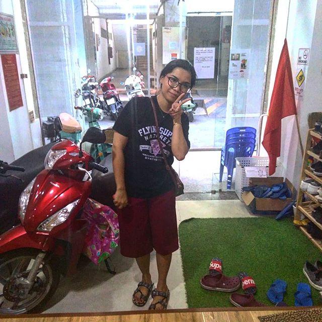 約一年うさぎやを支えてくれたThaoちゃんがとうとう卒業となりました( ´:ω:` )真剣にうさぎやのことを考え、一生懸命がんばってくれたThaoちゃん。これからは次のステージで活躍してくれることでしょう。彼女はうさぎや近くのオフィスで勤めるそうなので、またいつでも会えますね(^_-)-☆がんばれ、Thaoちゃん!ありがとう、Thaoちゃん♡.ホーチミンの日本人ゲストハウス兎家(うさぎや)ゲストハウスusagiyah.comLINE ID: usagiyahご予約、お問い合わせはLINEからでもOKです♪.#usagiyah #日本人宿 #ゲストハウス #ドミトリー #Guesthouse #ホーチミンゲストハウス #Vietnam #ホーチミン #hochiminh #バックパッカー #backpacker #girlstravel #タビジョ #バックパッカー女子 #一人旅 #旅行 #海外 #旅好きの人と繋がりたい #フォトジェニック #photgenic #インスタ映え #インスタジェニック #ありがとう #またね #卒業 #出会い