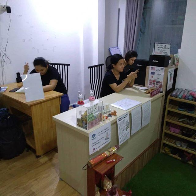 レセプションの位置を変更しました。共有スペースがちょっと広くなった!.最近忙しいことを理由にインスタ&ブログを怠っております(;´Д`)ガガっとあげますんでちょっちまってねー。.ホーチミンの日本人ゲストハウス兎家(うさぎや)ゲストハウスusagiyah.comLINE ID: usagiyahご予約、お問い合わせはLINEからでもOKです♪.#usagiyah #日本人宿 #ゲストハウス #ドミトリー #Guesthouse #ホーチミンゲストハウス #Vietnam #ホーチミン #hochiminh #バックパッカー #backpacker #girlstravel #タビジョ #バックパッカー女子 #一人旅 #旅行 #海外 #旅好きの人と繋がりたい #フォトジェニック #photgenic #インスタ映え #インスタジェニック #レセプション #模様替え #移動 #引越し #サボり気味 #がんばります