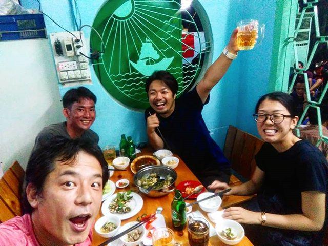 新規レストラン開拓月間!いままで行ったことないお店に行きましたヾ(*´∀`*)ノうさぎやから徒歩で行ける圏内、めちゃめちゃローカルなベトナム料理店。雰囲気がすごく良く、地元のベトナム人でいっぱいでした!値段的にも文句なく、リピート確実(*ˊ˘ˋ*)♪詳しくはうさぎやブログ(ホームページ)をご覧下さい(^_-)-☆.ホーチミンの日本人ゲストハウス兎家(うさぎや)ゲストハウスusagiyah.comLINE ID: usagiyahご予約、お問い合わせはLINEからでもOKです♪.#usagiyah #日本人宿 #ゲストハウス #ドミトリー #Guesthouse #ホーチミンゲストハウス #Vietnam #ホーチミン #hochiminh #バックパッカー #backpacker #girlstravel #タビジョ #バックパッカー女子 #一人旅 #旅行 #海外 #旅好きの人と繋がりたい #フォトジェニック #photgenic #インスタ映え #インスタジェニック #ベトナム料理 #レストラン #ローカルレストラン #海老 #貝 #ヤギ