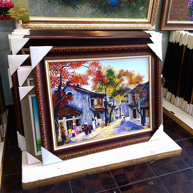 うさぎやNewレセプションの壁が殺風景だったので絵を買いにいきました。実は人生で初めて絵を買いました!(たぶん)絵心ないくせにこれがいいとか、あっちか素敵だとか…。結局ベトナム人スタッフが選んだんですけどね(苦笑).ホーチミンの日本人ゲストハウス兎家(うさぎや)ゲストハウスusagiyah.comLINE ID: usagiyahご予約、お問い合わせはLINEからでもOKです♪.#usagiyah #日本人宿 #ゲストハウス #ドミトリー #Guesthouse #ホーチミンゲストハウス #Vietnam #ホーチミン #hochiminh #バックパッカー #backpacker #girlstravel #タビジョ #バックパッカー女子 #一人旅 #旅行 #海外 #旅好きの人と繋がりたい #フォトジェニック #photgenic #インスタ映え #インスタジェニック #絵画 #絵 #レセプション #油絵