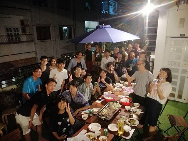 8月に入って連日たくさんのお客様にお越しいただいています!あんまりにも忙しくて投稿する時間もないくらい(苦笑)昨日はテラスでバーベキュー!これからは毎週末の定例行事ですね(・∀・)来週末も開催しますので、ぜひホーチミンにお立ち寄りの際はうさぎやにお越しくださいませ♪.ホーチミンの日本人ゲストハウス兎家(うさぎや)ゲストハウスusagiyah.comLINE ID; usagiyahご予約、お問い合わせはLINEからでもOKです♪.#usagiyah #うさぎや #兎家 #兎家ゲストハウス #日本人宿 #ドミトリー #ゲストハウス #Guesthouse #ホーチミンゲストハウス #vietnam #ホーチミン #hochiminh #バックパッカー #backpacker #タビジョ #バックパッカー女子 #一人旅 #旅行 #海外旅行 #旅好きの人と繋がりたい #フォトジェニック #インスタ映え #バーベキュー #飲み会 #ローカルレストラン #出会い #一期一会