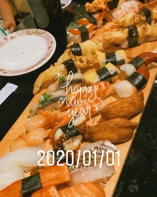 新年明けましておめでとうございます!皆様に支えられて、今年もうさぎやとして新しい年を迎えることができてとても嬉しいと共に感謝でいっぱいです本年もどうかよろしくお願いします@sushiko, Quan4.ホーチミンの日本人ゲストハウス兎家(うさぎや)ゲストハウスusagiyah.comLINE ID; usagiyahご予約、お問い合わせはLINEからでもOKです♪.#sushiko #sushi #すしコ #寿司 #ベトナム寿司 #新年会 #usagiyah #うさぎや #兎家 #兎家ゲストハウス #日本人宿 #ドミトリー #ゲストハウス #Guesthouse #ホーチミンゲストハウス #ベトナム #vietnam #ホーチミン #hochiminh #バックパッカー #backpacker #タビジョ #バックパッカー女子 #一人旅 #旅行 #海外旅行 #旅好きの人と繋がりたい #フォトジェニック #インスタ映え